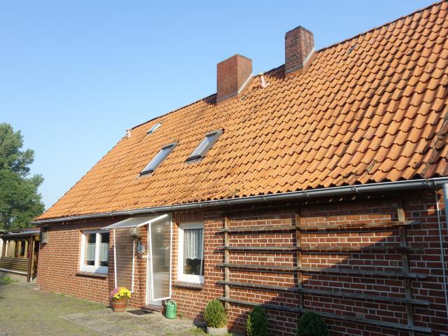 Einfamilienhaus mit Nebengebäuden am Oberndorfer Deich