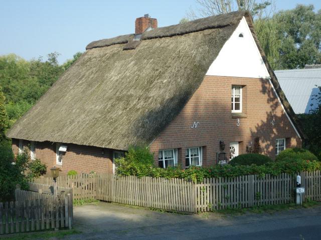 Kernsaniertes Reetdachhaus am Ostedeich in Oberndorf